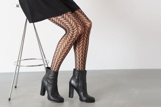 Tamamıyla kadınsı bir havaya hazır mısın? Buram buram feminizm kokan bu çoraplar, seksi görünmenin diğer yolu. Yalnız seksi görüneceğim diye kendimizi patates çuvalına çevirmeyelim! Lütfen…