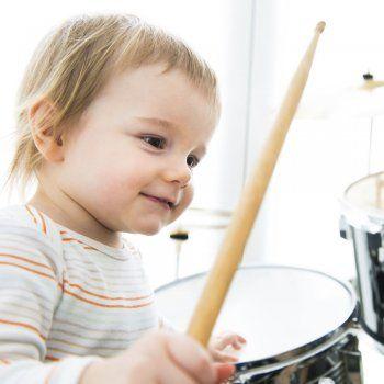 http://www.guiainfantil.com/blog/291/despierta-el-interes-de-tu-hijo-por-la-musica.html