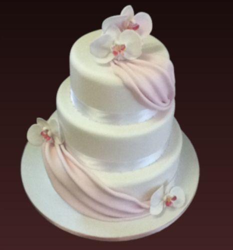 https://flic.kr/p/9MZSh3 | TD between Jahfa2009 & Scrumptious Cakes - 3 Tier wedding cake with Orchids.