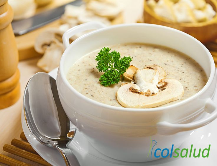 Esta combinación de crema de champiñones y zapallo italiano, que a primera vista parece exótica, termina siendo una exquisita receta caliente para invierno.