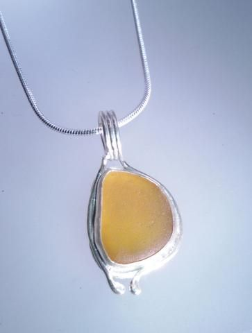 1565 Orange Seaglass pendant