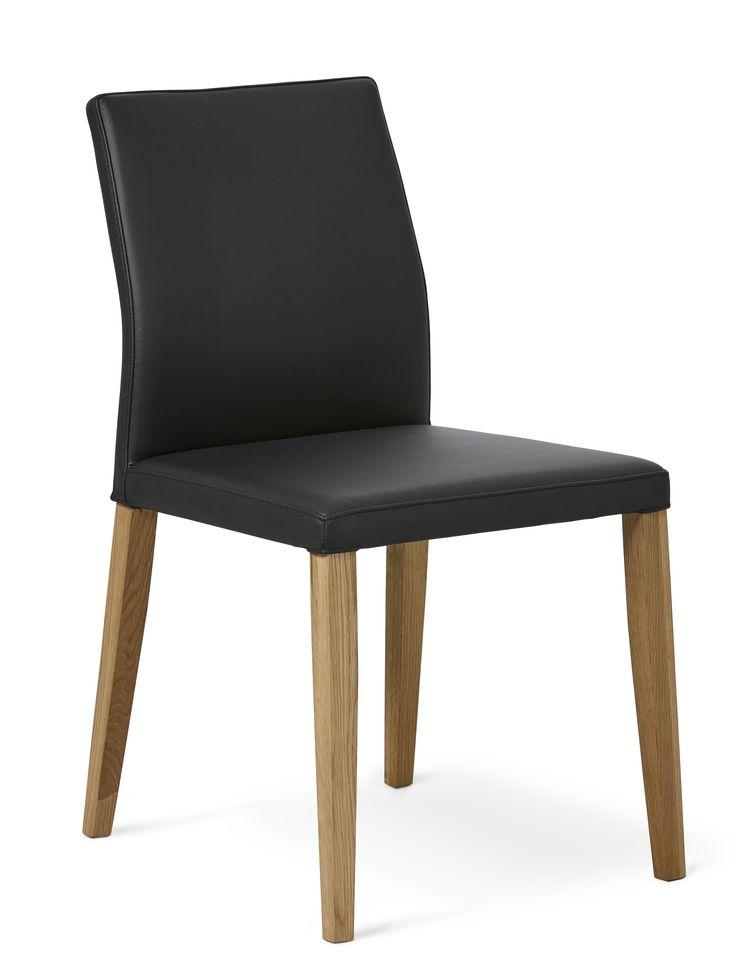 Sitt snyggt, skönt och länge under veckans alla måltider. Stolen Ekerö med avslappnad elegans har strömlinjeformad rygg och vadderad sits, klädd i ett vackert läder. Tillsammans med de nätta benen i massiv oljad eller vitpigmenterad ek får stolen en enkel design som gör att den passar till många av våra matbord. Visa några gånger om året extra omtanke åt din stol genom att ta hand om lädret och olja in benen, så står den vid din sida länge.