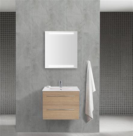 Med badeværelsesmøbler i træ får du naturen med ind på badeværelset. Træet skaber lys og varme på badeværelset, og det fuldender den flotte nordiske stil.
