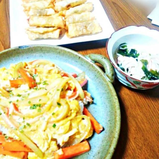 ママがしんどそうだったので 今日は私が晩ご飯を作りました(・ω・)  パパが食べたいと言ってた天津飯を作ってみたくて作ってみました!! それに合わせて他のもどんなのがいいか考えて 料理しました(`・ω・´)  ☆具たっぷり天津飯 ☆餃子の皮でカレー風味のキャベチーズ春巻き ☆ハムとわかめの春雨サラダ  春巻きはちょっとしたおつまみになると思います♪ 一応レシピ載せときます( ̄∇ ̄) - 17件のもぐもぐ - 食べたかった天津飯♪ by maa0000