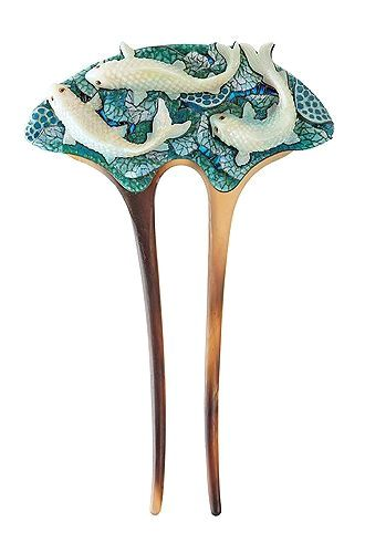 Fish in the Moonlight, hair comb by Ilgiz Fazulzyanov. Even horn and bone are imitated by enamel. http://kommersant.ru/gallery/2995665#id=1278195