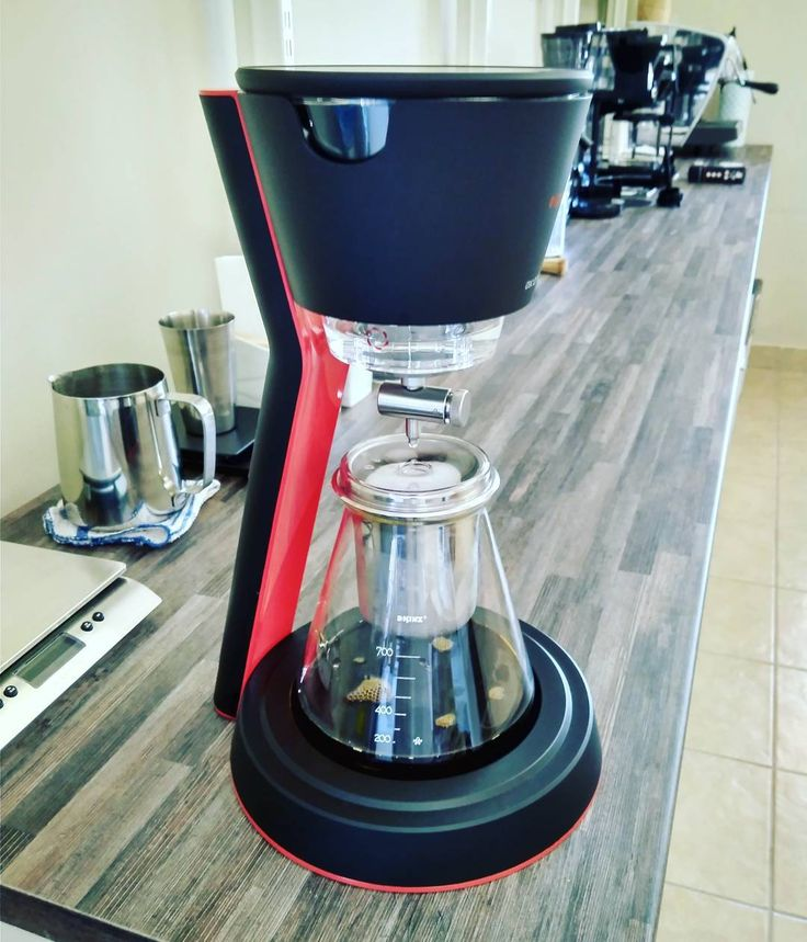 It's definitely a #coldbrew #coffee day here in #capetown. We're making @quaffeesa Bunna blend in our new Izac Cold Brewer! Pre-order one on the site! #heatwave
