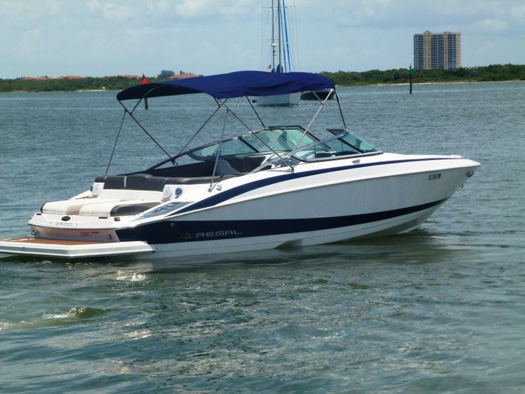 *** Regal 255 Fastrac ***  - Volvo Penta 5,7l 300 HP, Topspeed 45m/h - Digital Depthsounder, Garmin Marine GPS with 5 display - extra large and deep Swim Platform, great for Watersport - flip up Seats, ergonomically shaped front seats with armrest - 2 sidemount tables for bow and aft - pressurized Freshwater system in rear, Porta Potty, integrated Icebox - Fusion Radio with I-Pod-Station and USB, 8 speakers