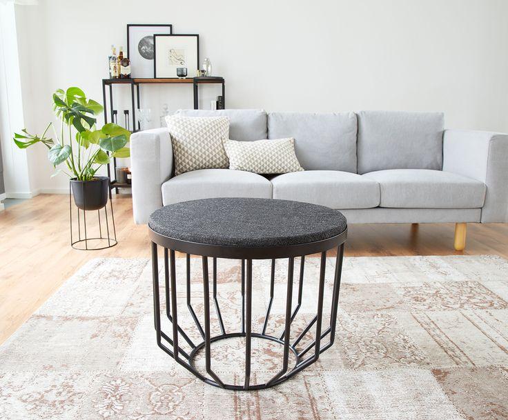Machen Sie Ihr Wohnzimmer mit Beistelltisch / Hocker Amber in Schwarz zur Wohlfühloase. Entdecken Sie weitere Möbel von JILL & JIM DESIGNS auf >> WestwingNow.