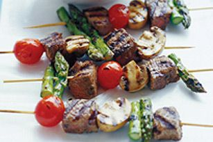 These grilled beef kabobs feature tomatoes, mushrooms and asparagus with a Greek twist.  Fire up the barbecue and get grilling with our Sizzling Beef