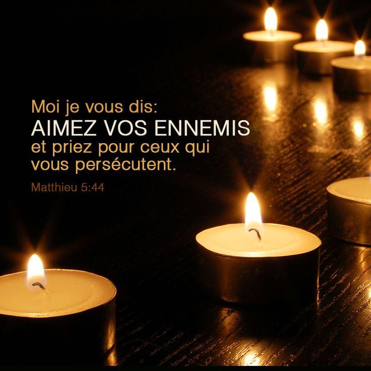 La Bible - Versets illustrées - Matthieu 5:44 - Moi, je vous dis: Aimez vos ennemis et priez pour ceux qui vous persécutent.