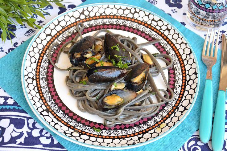 Spaghetti con le cozze in bianco, scopri la ricetta: http://www.misya.info/ricetta/spaghetti-con-le-cozze-in-bianco.htm