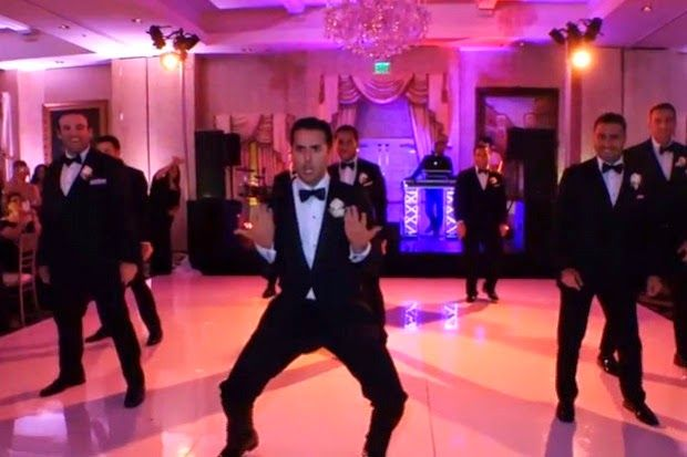 Novio sorprende a su pareja... ¡con un baile de boda espectacular!  Read more: http://www.tueresmivida.net/2014/06/novio-sorprende-su-pareja-con-un-baile.html#ixzz37ST5DrKe