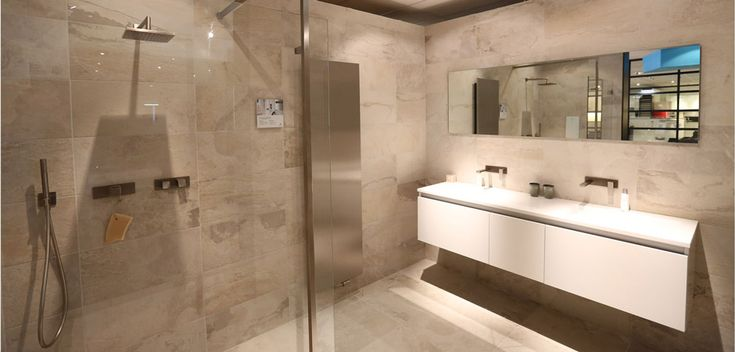 25 beste idee n over moderne badkamers op pinterest modern badkamerontwerp douche en moderne - Eigentijdse badkamer fotos ...