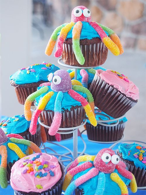 "Having a birthday pool party? Make these adorable ""Under the Sea"" cupcakes!"
