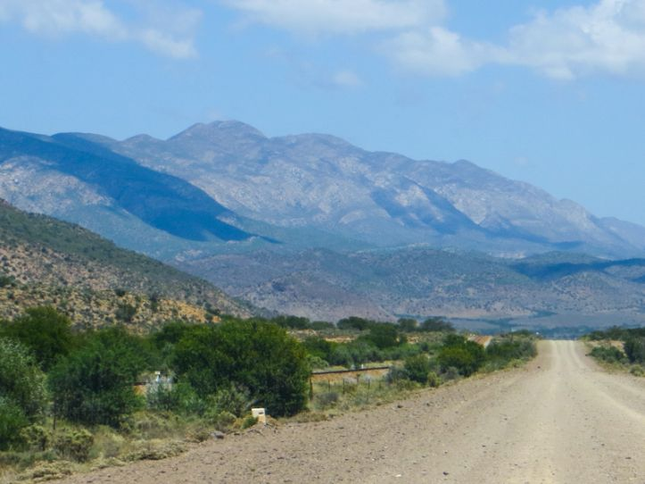 Between Willowmore & Vondeling on the R407
