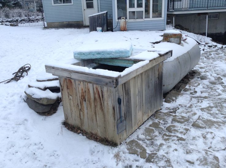 Insulated horse water trough.Cover at night. O K to - 20 F degrees.4 inches of styrofoam all around.
