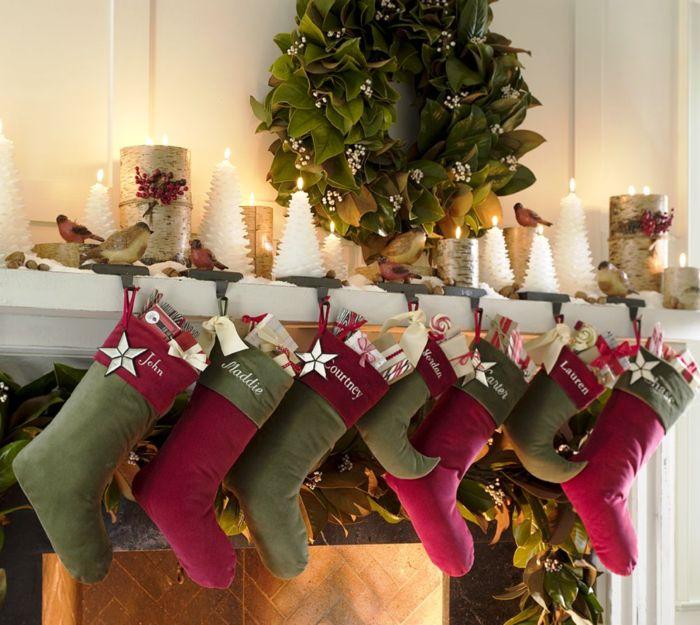 Kamin weihnachtlich dekorieren Kerzen Schneeflöckchen