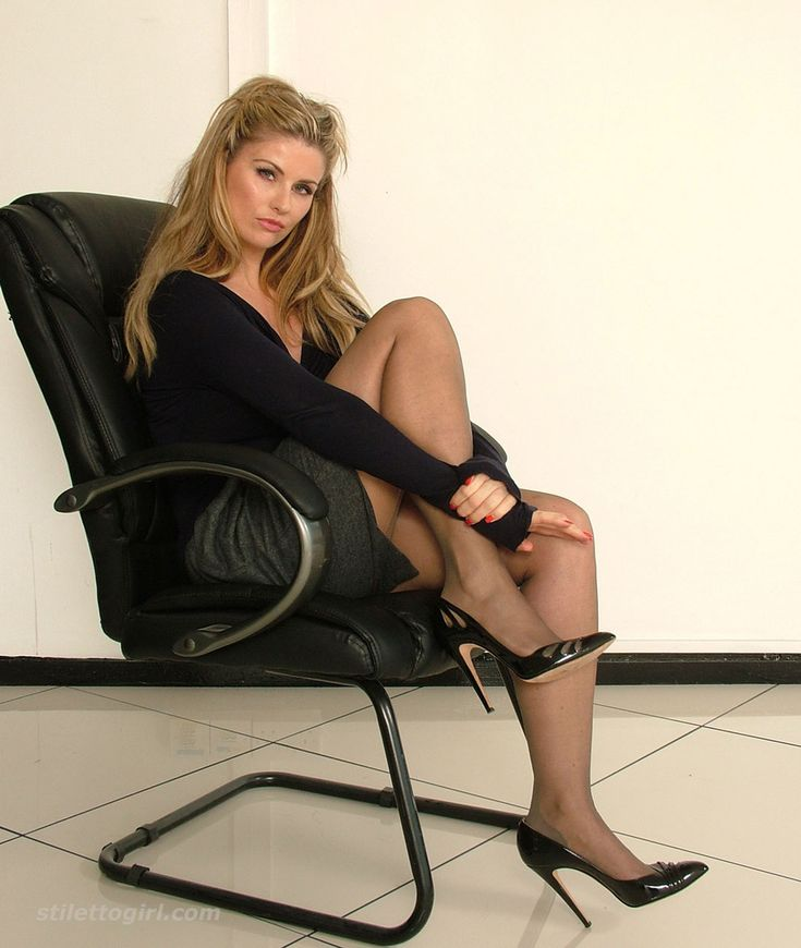 free-pantyhose-high-heels-shaved-young-girl