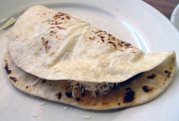 La Baleada es la comida típica mas representativa de los hondureños, en este vídeo le contamos la historia de la Baleada. ¿Por que se llama Baleada? ¿De donde es originaria? Descubrelo en este vídeo. Recuerda compartirlo para que el mundo se entere y conozca de nuestra gastronomía, que nos hace sentir orgullosamente catrachos. Gastronomia de …