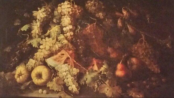 GILARDO DA LODI  ( Lodi  (?) - attivo in Lombardia nei primi decenni del '700 ). NATURA MORTA CON TROFEO DI UVA, ANGURIA AFFETTATA, PERE, CILIEGIE E ZUCCHE POGGIANTI SU BASAMENTO IN PIETRA. olio su tela. 95 × 115 cm.