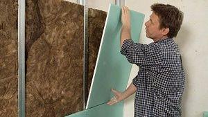 Mit einer Vorsatzschale lässt sich Schallschutz für Innenwände deutlich verbessern. (Quelle: DIY Academy/Knauf Bauprodukte)
