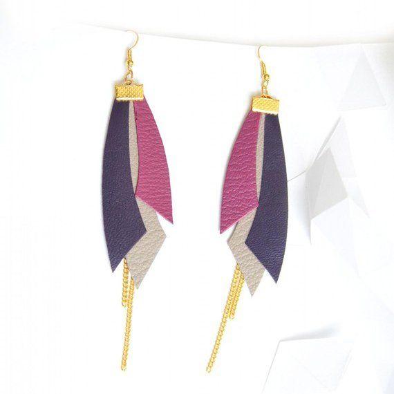 """<p>Des morceaux de cuir taillés en forme de plumes et on obtient de jolies <a title=""""Boucles d'oreilles apache"""" href=""""http://www.alittlemarket.com/boucles-d-oreille/boucles_d_oreille_apache_..."""