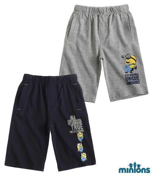 Pentru o tinuta unica, in stil Minions, alege pentru baiatul tau acesti pantaloni moderni si confortabili!  cu elastic in talie si buzunare in partea din fata; imprimeu cauciucat si print cauciucat iesit in relief; material moale si placut la atingere, uin pic mai gros decat la un tricou (220 gsm) din bumbac 100%; se recomanda spalarea pe dos la temperatura hoasa, 30 gr. Celsius'; articol produs cu licenta Universal Studios Minions.