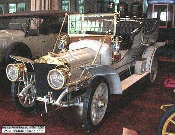 Thomas Flyer Touring, voiture routière de 1906  La Thomas Flyer Touring, cette ancienne automobile fut construite en 1906 à 1000 exemplaire Thomas en 1906 pour le prix de $3500 l'une, sa carrosserie est une torpédo 2 portes arrières 7 places avec un moteur 4cyl développant 50cv.