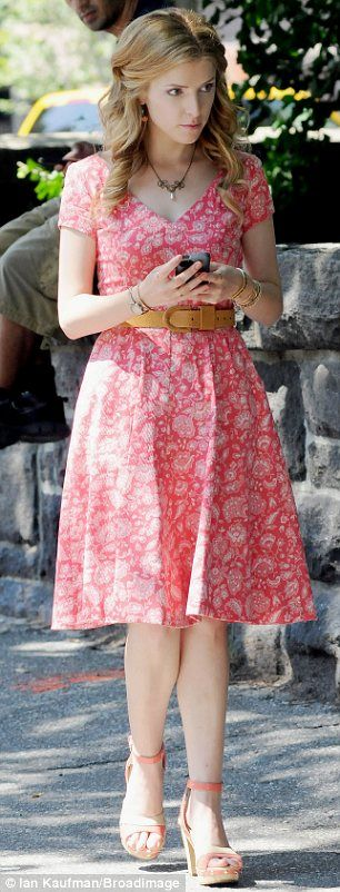 Anna Kendrick - I love her dress!!