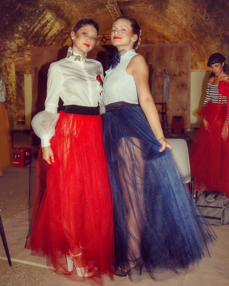Tanto tulle e colori primari per abiti @oxanafashion Maxi Fiori in seta @rinaldelli1930  Foto di Backstage.  #cappello #cappelli #hat #instalike #instafun #instalife #fashion #womenfashion #madeinitaly #livorno #madeinitaly #moda #modadonna #fascinator #artigianato #modisteria #modella #modelle #fashionphoto #accessori #stile #style #l4l #concorso #modella #modelle #bellezza #model #girl