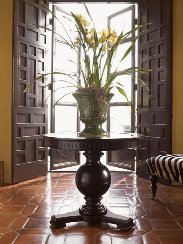 Tommy Bahama Entry Table / British Colonial Style