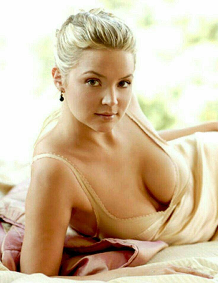 Virginie Efira Nue Et Topless Dans Paris Match Whassup