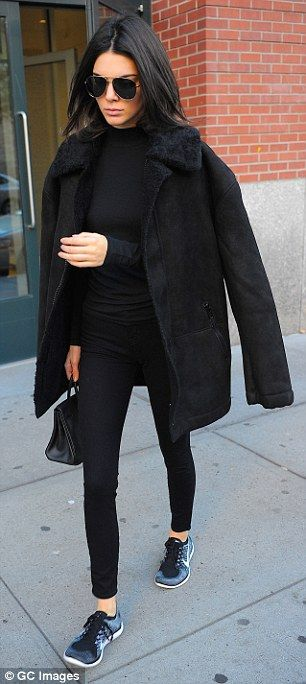 Kendall Jenner cuts a low-key figure in NYC ahead of Victoria's Secret debut | Daily Mail Online