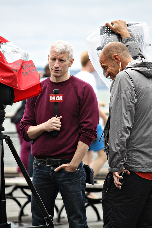 Anderson Cooper is probably the hottest journalist ever...I want to be like him!