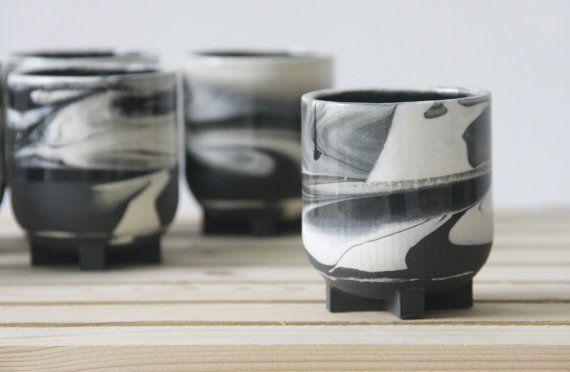 Tazzina di ceramica in bianco e nero disegno marmorizzato. Ottimo come regalo per gli amanti del caffè. tazza di caffè, tazza di ceramica,