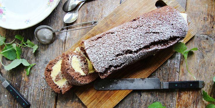 Drömrulltårta med smak av choklad och fluffig smörkräm