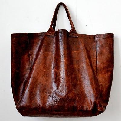 Sac en cuir fabriqué en Afrique, par un artisan sénégalais.