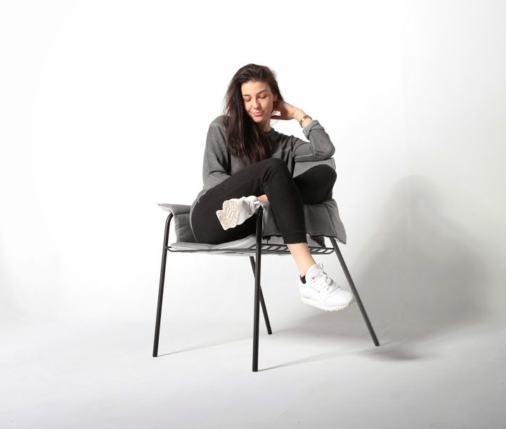 """Dress me up"" is a diploma project which presents research results in the fields of clothing and furniture design. It brings these two fields together by offering a solution for cool evenings during which we need to wrap ourselves up and to feel warm. The end result is an armchair and a jerkin, which fulfil their functions perfectly when used together."