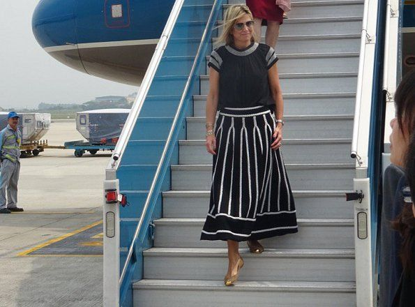 30 May 2017 - Queen Maxima visits Vietnam for the UN (day 2) - skirt by Maje, shoes by Giuseppe Zanotti