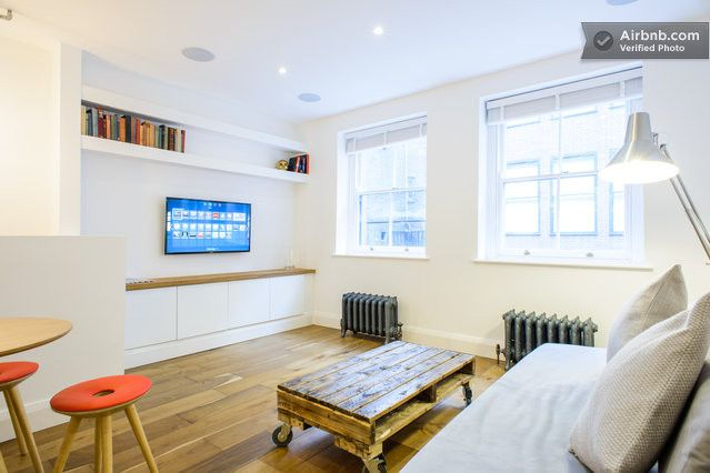 Shoreditch - Brand new, interior designed luxury flat - classic London cool meets modern tech apartment!