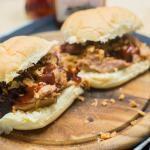 Barbecue Pulled Pork risotto BBQ Bijgerecht: Rustieke aardappelsalade BBQ Coca-Cola kipsaté Beef Chimichurri Biefstukspiezen in geroosterde paprikamarinade Caprese kippakketjes uit …