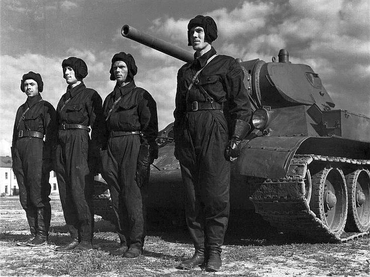 Medium tank T-34 Model 1941 with crew / Czołg średni T-34 wraz z załogą