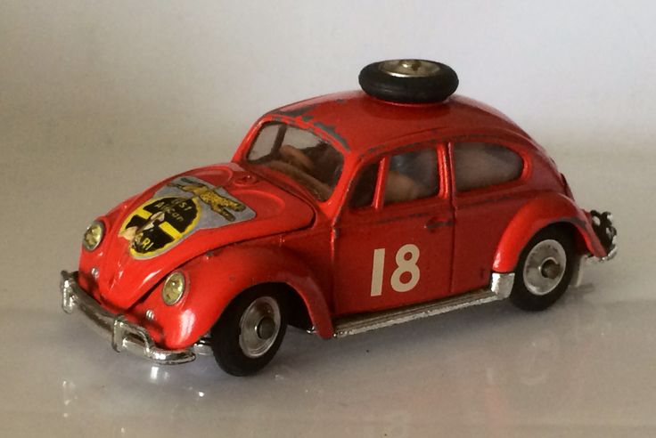 """Corgi VW East Safari rally. Ce l'avevo... le ruote sterzavano facendo ruotare la ruota """"di scorta"""" sul tettuccio :-)))"""