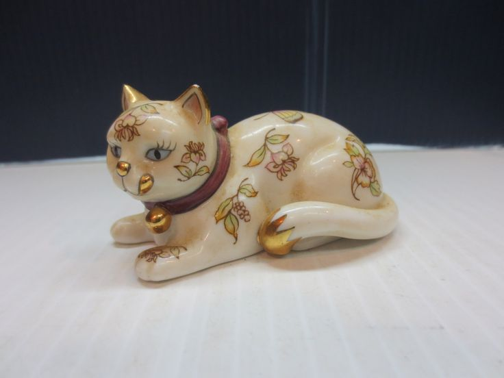 39 best Franklin Mint Curio Cabinet Cats images on Pinterest ...