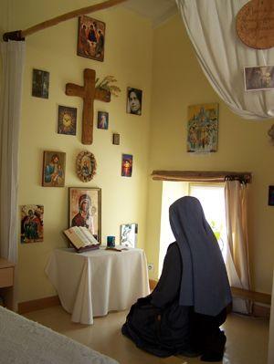 Sister praying, from 'Carmel de la Vierge Missionnaire',/Val St Joseph-Les Pradiers, Teyssières , 26-220 DIEULEFIT, France