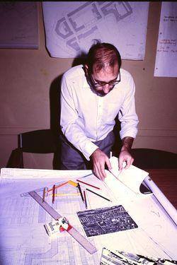 Álvaro Sizas Archiv online verfügbar  Im Jahr 2014 stiftete der portugiesische Architekt Álvaro Siza sein persönliches Archiv an die Serralves-Stiftung in Porto, die Calouste-Gulbenkian-Stiftung in Lissabon und das kanadische Zentrum für Architektur (CCA) in Montreal. Ein Teil davon ist nun online zugänglich.