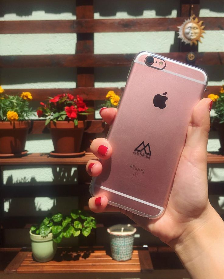 Nuestra nueva funda Agua Transparente para iPhone 6/6S queda perfecta con el oro rosado de fondo  Disponible con oferta de lanzamiento en nuestra web: www.mediterrans.com