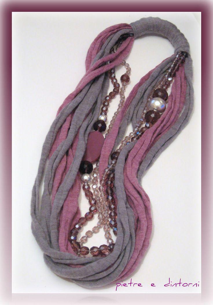 collana con fettuccia di lana