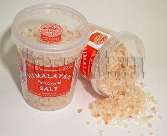 """http://hpcsalt.ru/ Розовая """"Гималайская"""" соль обладает нежным вкусом, менее соленая, чем обычная поваренная и морская соль, прекрасно сочетается со свежими и приготовленными овощами, листовыми салатами и орехами. После помола Гималайская соль сохраняет свой нежно розовый цвет."""