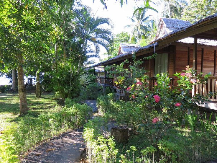 Mapia Resort Manado . Garden View Cottages . Celebes Divers